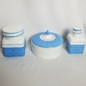 Vintage 1950s opal milk glass powder box